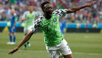 Musa celebra uno de sus dos goles frente a Islandia