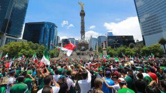 La afición mexicana celebró en el Ángel de la Independencia el triunfo contra México