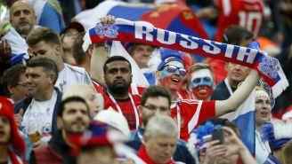 Aficionados rusos apoyan a su selección en la Copa del Mundo