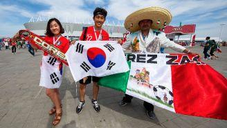 Aficionados de Corea y México, previo al partido