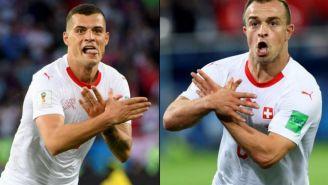 Xhaka y Shaqiri celebran gol con las manos cruzadas