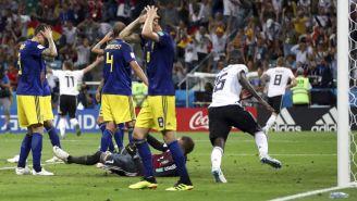 Jugadores de Suecia se lamentan tras derrota con Alemania