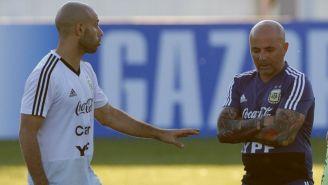 Mascherano y Sampaoli durante un entrenamiento
