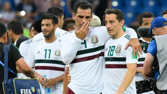 Márquez y Guardado se abrazan tras el juego contra Corea