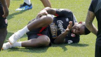 Jefferson Farfán se lamenta tras golpe en práctica de Perú