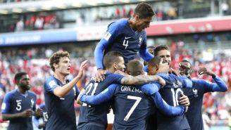 Francia celebra su anotación frente a Perú
