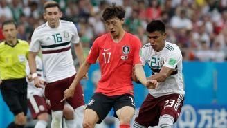 Ki Sung Yueng protege el balón en el duelo contra México