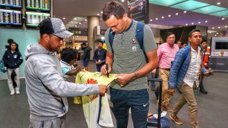 América atiende a fans en su llegada a la CDMX