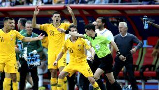 Andres Cunha señala penalti a favor de Francia