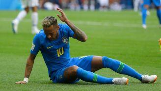 Neymar reclama una falta al árbitro en el Mundial