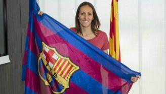 Pamela Tajonar posa con la bandera del Barcelona