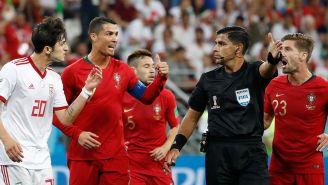 Cristiano Ronaldo reclama una acción en el juego contra Irán
