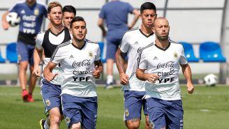 Jugadores de Argentina entrenan previo al juego contra Nigeria