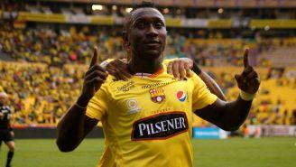 Erick Castillo festeja gol contra Delfín del Manta
