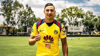 Jorge Sánchez utiliza la playera de su nuevo equipo para el Apertura 2018