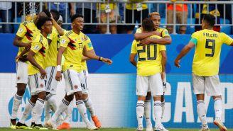 Jugadores colombianos celebran el único gol del partido