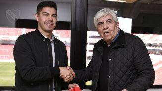 Silva posa con Hugo Moyano, presidente del club