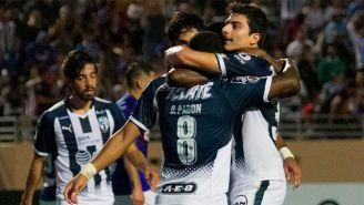 Los jugadores de Monterrey festejan la anotación ante La Máquina