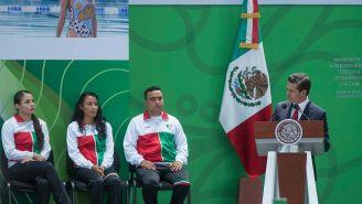 Enrique Peña Nieto durante el abanderamiento de la delegación mexicana