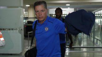 Peláez llega con Cruz Azul al Aeropuerto de la Ciudad de México