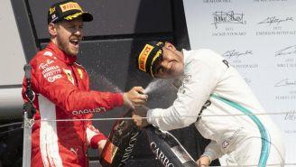 Vettel y Hamilton celebran en el podio