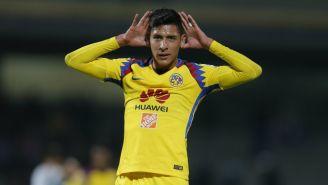 Edson Álvarez celebra una anotación frente a Pumas