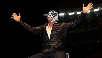 Atlantis posa en el ring de la Arena México
