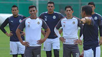 Jugadores de Chivas en un entrenamiento
