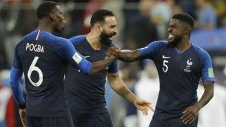 Jugadores de Francia celebran gol