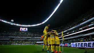 América festeja gol en el Estadio Azteca