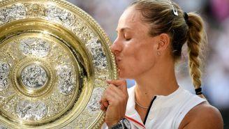 Kerber besa el trofeo de Wimbledon