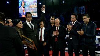 Dr. Alfonso Morales recibe homenaje en la Arena Coliseo