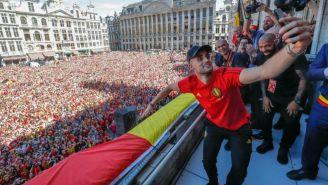 Adnan Januzaj, en el balcon del Grand Place de Bruselas