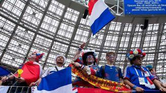 Aficionados franceses apoyan en las tribunas