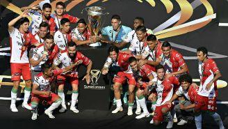 Necaxa celebra la obtención de la Supercopa MX frente a Monterrey