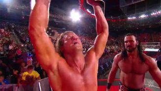 Dolph Ziggler festeja con el campeonato Intercontinental