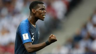 Paul Pogba en un partido de Francia