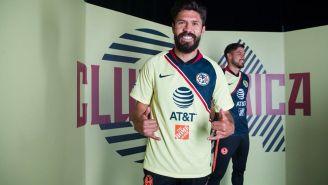 Oribe Peralta en la presentación de uniforme de América
