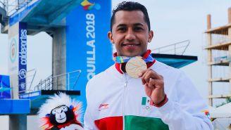 Jahir Ocampo presume su medalla de Oro