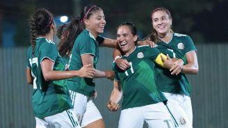 Tri Femenil festeja un gol contra Trinidad y Tobago