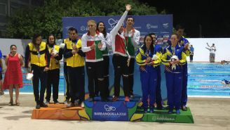 Equipo mexicano de relevo 4x100m en la premiación