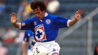 Lupillo Castañeda, durante un partido con Cruz Azul