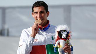 Rommel Pacheco muerde la medalla de oro en los JCC