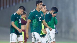 Jugadores mexicanos se lamentan tras la derrota frente a Venezuela