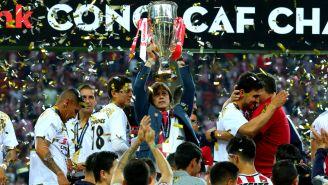 Matías Almeyda levanta el título de la Liga de Campeones de la Concacaf