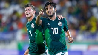 Jugadores del Tri celebran un gol contra El Salvador