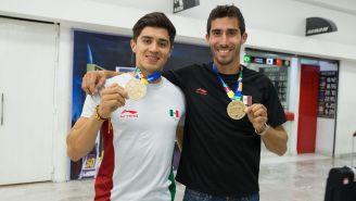 Alexis Lopez y Alan Armantia presumen su medalla de los JCC