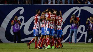 Atletico de San Luis festeja el gol del triunfo