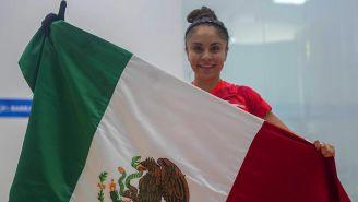 Paola Longoria celebra tras su triunfo en singles
