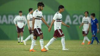 Jugadores de México caminan cabizbajos tras caer en Barranquilla 2018